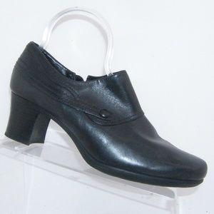 Clarks black leather side zip button shooties 9M